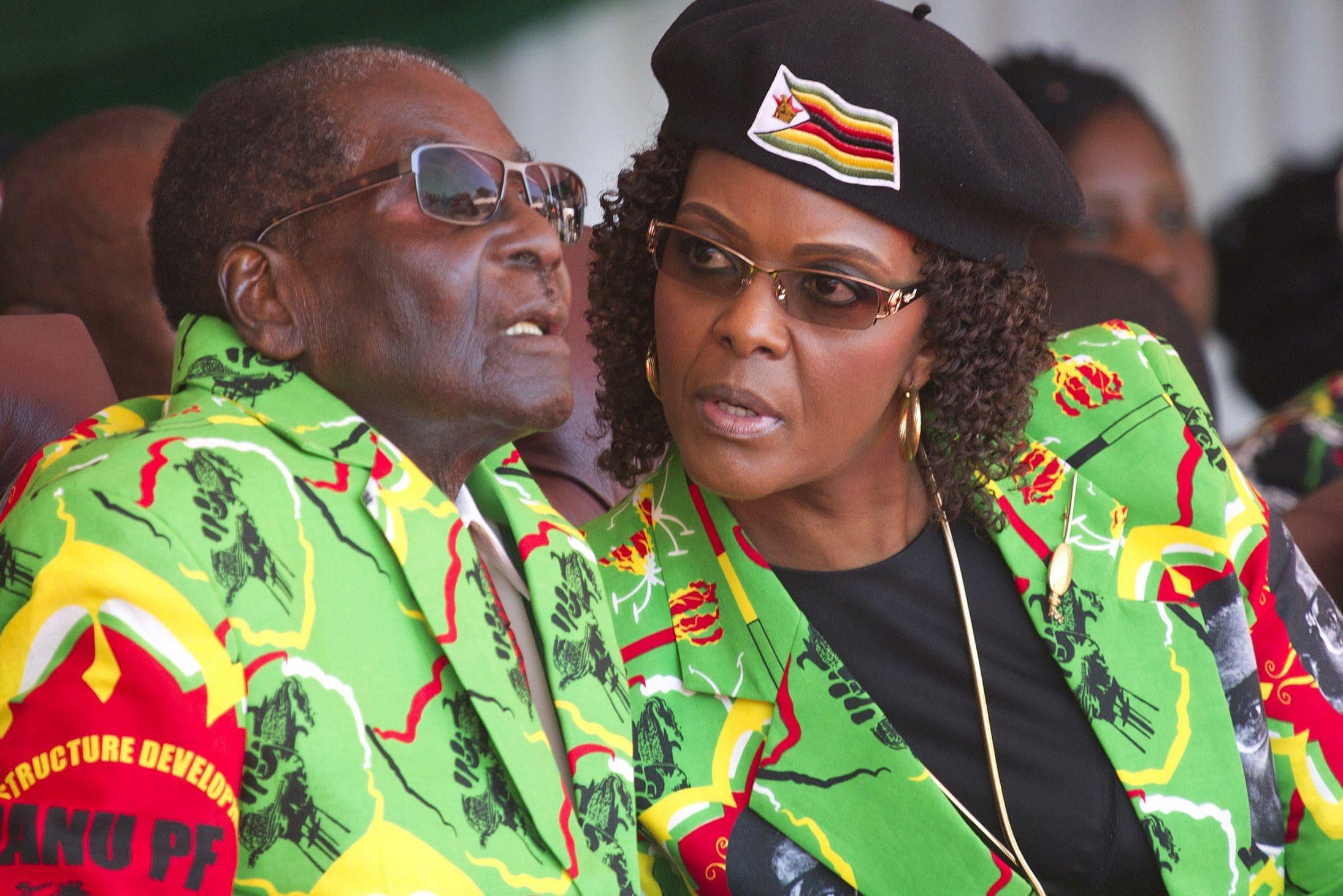 Robert Mugabe und seine 21 Jahre jüngere Frau Grace, die die Macht in Zimbabwe übernehmen sollte.