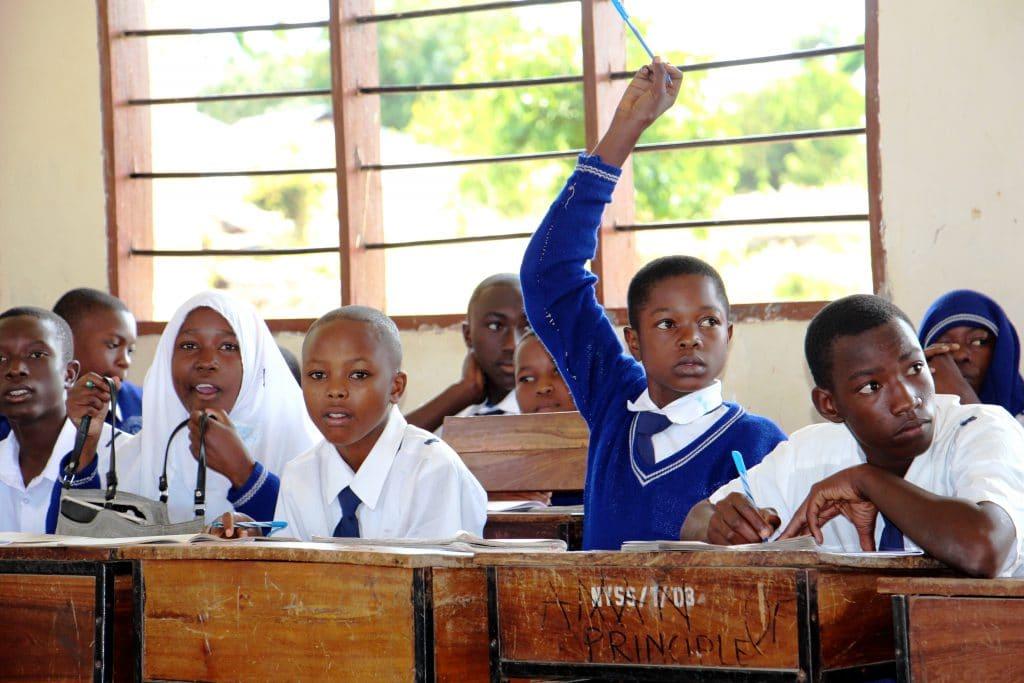 Foto aus dem Schulunterricht in Tansania.