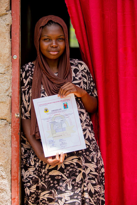 Khadija hat das Ausbildungsprogramm in unserem Projekt erfolgreich absolviert. Ihre Geschäftsidee – der Secondhand-Kleiderhandel.