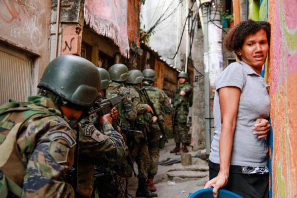 1MB Militärmanöver Im Stadtviertel Rocinha In Rio Photo Bruno Itan PD Tdh Schweiz