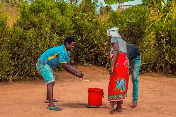 So bekämpfen Jugendliche in Mosambik das Coronavirus