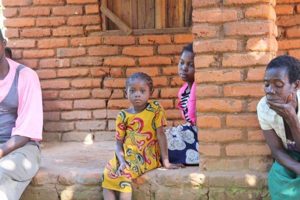 Ausharren im Ungewissen: Mosambik ein Jahr nach dem verheerenden Zyklon. Foto Peter Käser