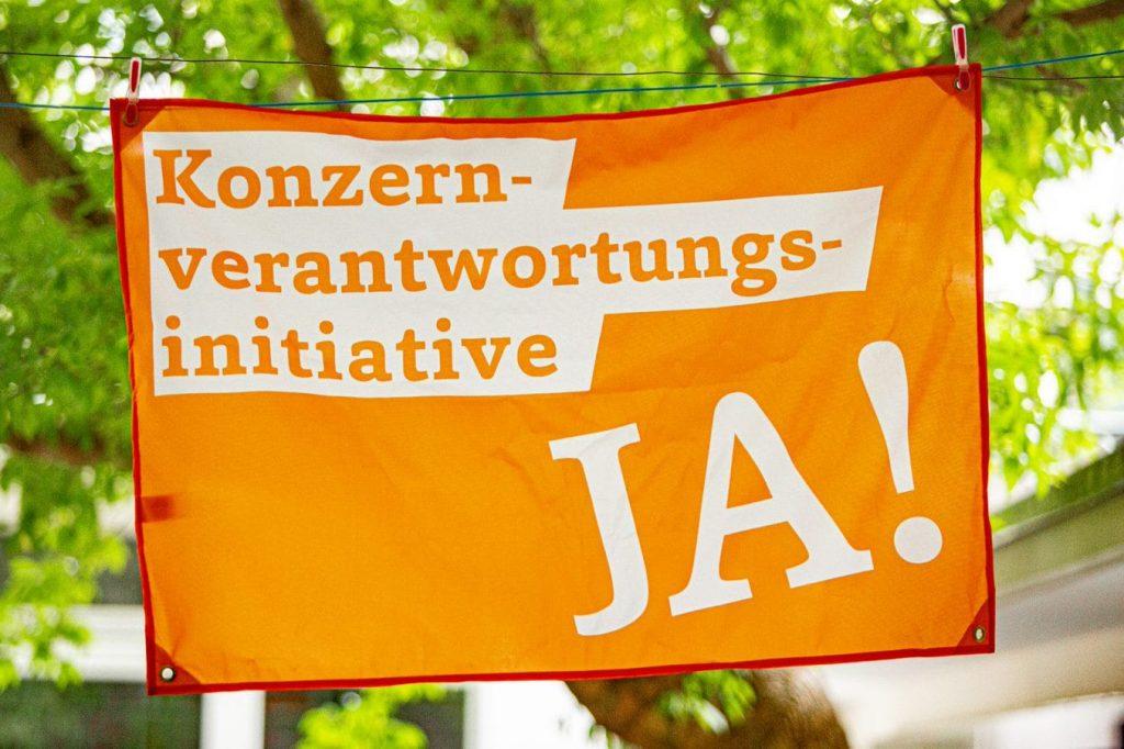 Unique campaign: 80'000 KVI flags in every corner of Switzerland. Photo Samuel Rink